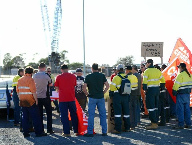 Union members protest on Port Central Way, Gladstone.