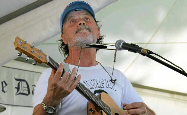 Bo Jenkins will play at the Pacific Hotel, Yamba, tonight.