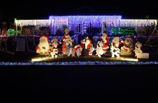 Valley View Drive, Kalbar Christmas light display 2012 by Olive and Wilson Neuendorff.