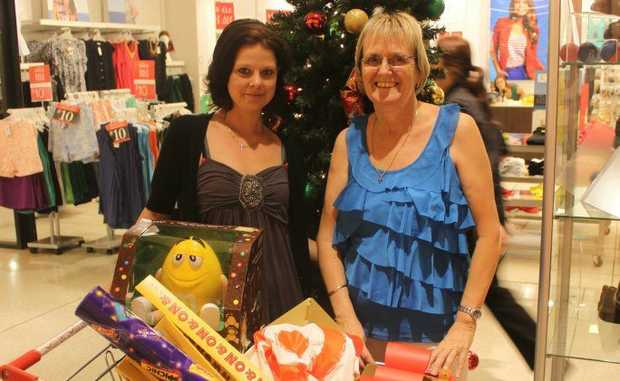 Samantha and Krysteen Dawes had their groceries under control but went shopping for some last minute gifts on Christmas Eve. Photo Kathleen Calderwood / Rural Weekly