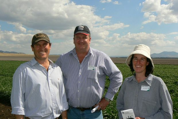 "Angus Murchison (left), ""Merrilong Valley"", Spring Ridge, NSW talks research priorities with James Clark, GRDC northern panel chair and Vicki Green, GRDC northern panellist."