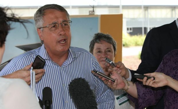 Deputy Prime Minister & Treasurer Wayne Swan visited the Sunshine Coast University to officially announce a $30million grant towards a new engineering learning hub.