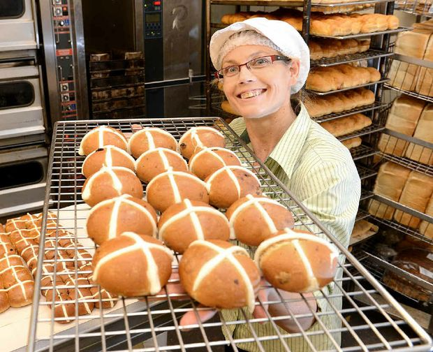 EARLY RUSH: Woolworths Riverlink bakery manager Lyn Byrnes with hot cross buns that were being sold as early as Boxing Day.