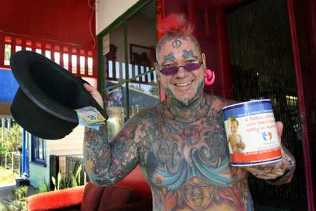 Top Hat Tony puts his hat out for donations to help Heart Kids. Photo Vicki Wood / Caboolture News