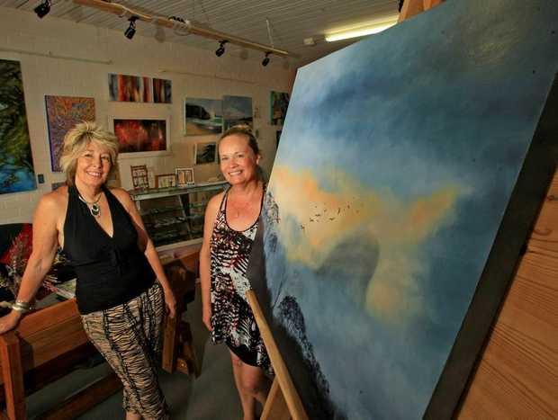 Artist Liz White with Arti Gallery Cabarita owner Elaine Green. Photo Blainey Woodham / Daily News