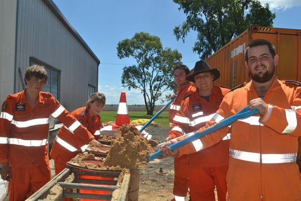 Bo Richards, Jane Holdsworth, Reece Graham, Justin Clark and Damien Pointon fill sandbags to block floodwater.