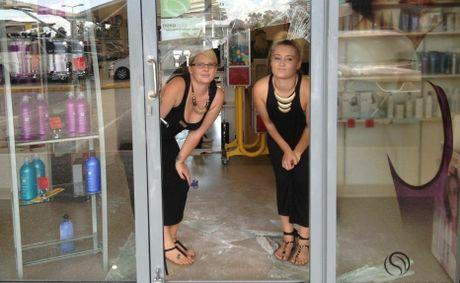 ep teaze salon shelves stripped a second time