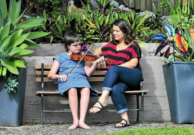 Zoe Cirson, with her mum Toni, was diagnosed with Ewing's sarcoma, a cancerous tumour of the bone.