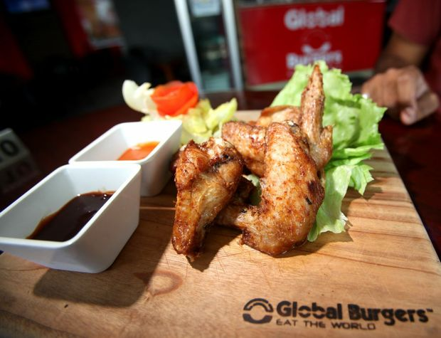 A serving of chicken wings at Global Burgers. Photo Allan Reinikka / The Morning Bulletin