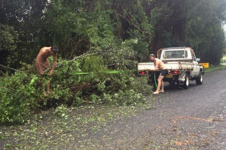 Ellie Bullen sent in this photo of Jack Bracey and Alex Watson who got out into the streets of Alstonville this afternoon with their truck, a rope, and a hand saw to start cleaning up trees that had been knocked down in the storm. Nice one fellas.