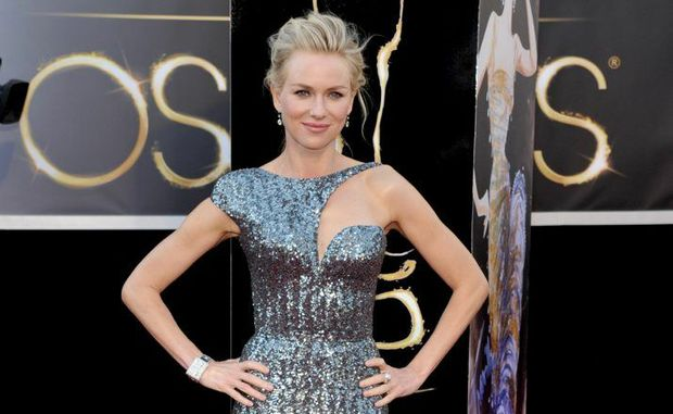 Aussie Naomi Watts poses for photographers at the Oscars.