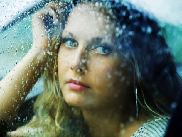 Rainy days are great for snuggling, watching movies and eating chocolate, but not so great for styling our hair.