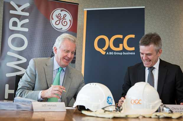 GE chairman and CEO Jeff Immelt (left) and BG Group acting executive vice president BG Advance Chris Cox sign a US$620 million maintenance contract for turbines and other equipment at the QCLNG plant on Curtis Island.