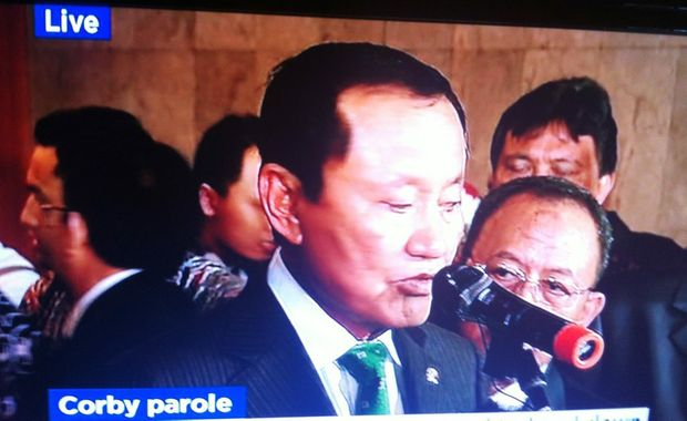 Indonesian Justice Minister Amir Syamsuddin announcing Corby is one of the prisoners who have been granted parole, live on ABC television.