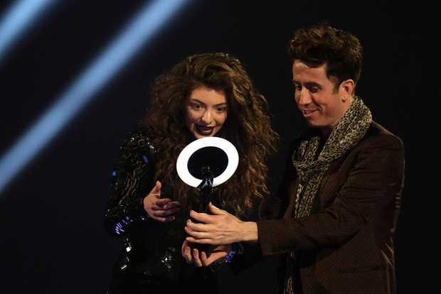 grimshaw lesbian personals Nick grimshaw girlfriend it looks like nick, who is the host of one radio show has defended his friendship with one important person in his life harry styles it looks like he does not understand why people are making such a big deal out of their friendship.
