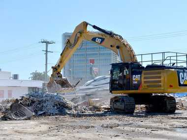 Demolition of the Dolphin Centre, Maroochydore.