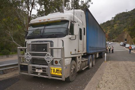 The quick thinking of the driver at the wheel of this truck potential saved lives and has been lauded by police, when his truck was coming down the South Eastern Freeway in SA too fast he managed to use an arrestor bed to pull up safely.