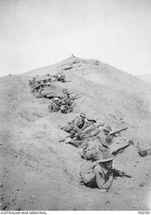 Australian infantry troops train in the desert near Mena camp, Egypt. Courtesy of Australian War Memorial PS0760