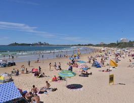 Should the Sunshine Coast serve food on the sand?