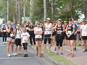Bay Break Multisports Festival - the 10 km run along the Esplanade in Hervey Bay started the days activities.