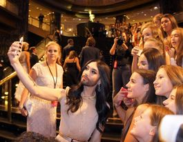 2015 Logies red carpet: glitz, glamour and selfies