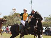 AUSTRALIA has started its campaign to win back the Polocrosse World Cup with a 22-11 victory against UK on the first day of competition in South Africa.