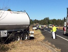 Cunningham Highway open to traffic after serious crash