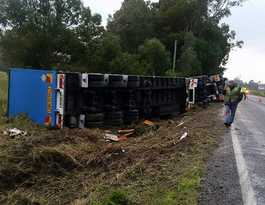 All lanes reopened after truck rollover at Woodburn