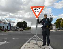 Wrong or right of way on Murgon street
