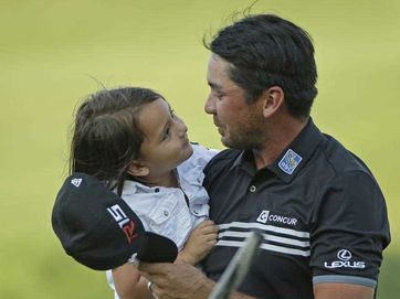 Former Rockhampton junior Jason Day has cried tear of joy as his daughter ran across the green to embrace him after winning the US PGA - his first major.