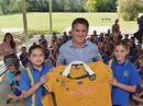 Former Wallaby Tim Horan visits Kandanga State School