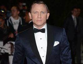 Ninja photographers keep Daniel Craig away from pubs