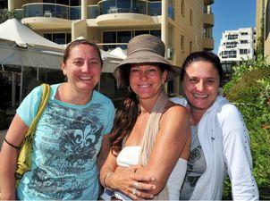 Noosa Socials.at Main Beach and Hastings Street. (L-R) Nilla Canto and Michelle and Rosa Czinege. Photo Geoff Potter / Noosa News
