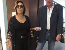 Kate Ceberano tossed out of Qantas Lounge for footwear