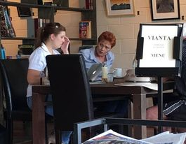 Pauline Hanson spotted at a Beerwah cafe