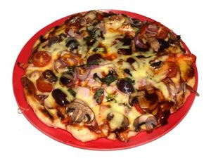 Bush cooking: How to make a camp oven pizza