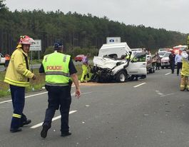 One killed, 10 injured in six car crash on the Bruce Hwy