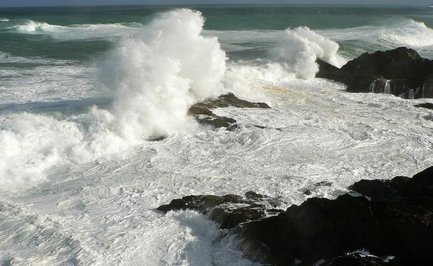 Storm swell Diggers Headland. Photo by Michael Woltschenko. - User Contributed