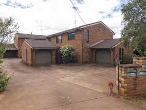 2 Bedroom Brick & Tile Townhouse In Great Location!