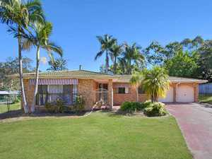 This neat and tidy lowset brick family home is situated in a great location on a large 5,040m2 block.   The property features include 3 carpeted bedrooms, all with ceiling fans and 2 with built-in wardrobes. The main bedroom includes a walk-through wardrobe into the ensuite bathroom. The other 2 ...