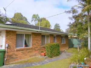 This quaint low-set home is situated on a 722m2 fenced block surrounded by low maintenance gardens and colorbond fences. The home is also conveniently located within close proximity to local shops and public transport.  Walking through the front door you enter the carpeted lounge room. Off the lounge room you ...