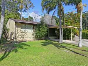 Tidy 3 bedroom home, with a north facing, air-conditioned living room. 2 covered entertaining decks, one off the dining room and one off the living room. Located at the end of a cul de sac. Floating floors in the kitchen and dining room, carpet to the living area. Built-in robes ...