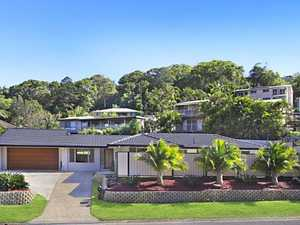 Immaculately presented single level home in Oxley Cove