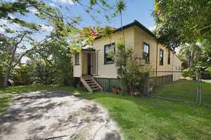 An original renovated home situated on a huge block of land. Ideal for someone entering the market or even a great investment opportunity. Massive backyard and a bonus being little maintenance. This property has recently been renovated so you can move straight in and watch your investment grow!! Also close ...