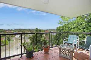 In a quiet, well maintained complex this solid end unit is conveniently located close to Highway access, the River and is just a few minutes drive from the cafes, shopping centres and white beaches of Coolangatta and Tweed Heads. The living area opens out to a tiled, undercover balcony with ...