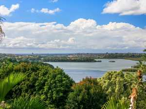 Ocean, Broadwater and Hinterland Views - Massive Family Living
