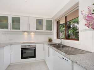 Renovated 3 bedroom unit with Hinterland Views