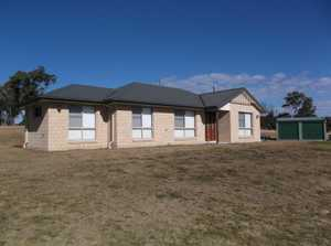 Located close to Storm King Dam, this property of just under 7 hectares, has a recently built modern brick home, having 3 built-in bedrooms, living area with a wood combustion heater, separate dining room, kitchen with a ceramic bench top hotplate, wall oven & breakfast bar. The tiled bathroom has bath ...