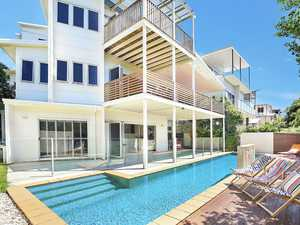 Sophisticated Beachside Living Beyond Compare...