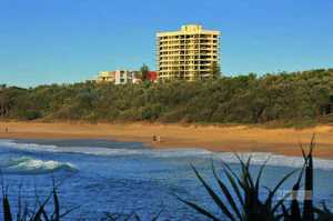 This lovely tastefully decorated 2 bedroom 2 bathroom apartment has fabulous ocean views and is situated straight across the road from a popular surf beach.  The apartment is spacious with two queen size bedrooms; the master featuring a walk through robe and ensuite.  The apartment has been updated with neutral ...